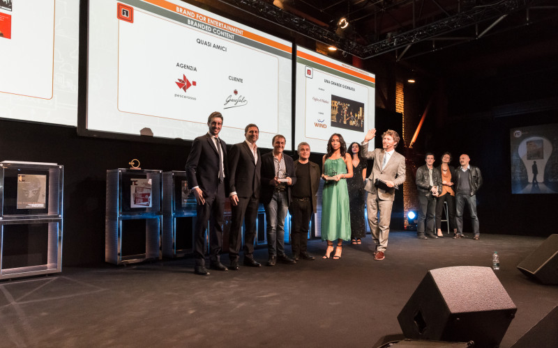 Sul palco degli NC awards il nostro team e Emidio Mansi, Direttore Comunicazione di Pasta Garofalo.